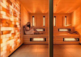 Infracrvena sauna sa zidom od himalajske soli